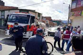 Alarma en Zipaquirá por incendio de un carro en plena calle - Noticias Día a Día