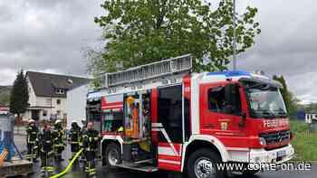 Sirenenalarm in Neuenrade: Feuerwehr in Industriebetrieb im Einsatz - Meinerzhagener Zeitung