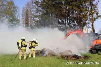 Feuerwehr Asbach löschte brennende Strohballen in Kölsch-Büllesbach - Honnef heute
