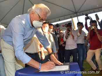 Ronaldo Caiado assina ordem de serviço para obras em Itumbiara - Altair Tavares