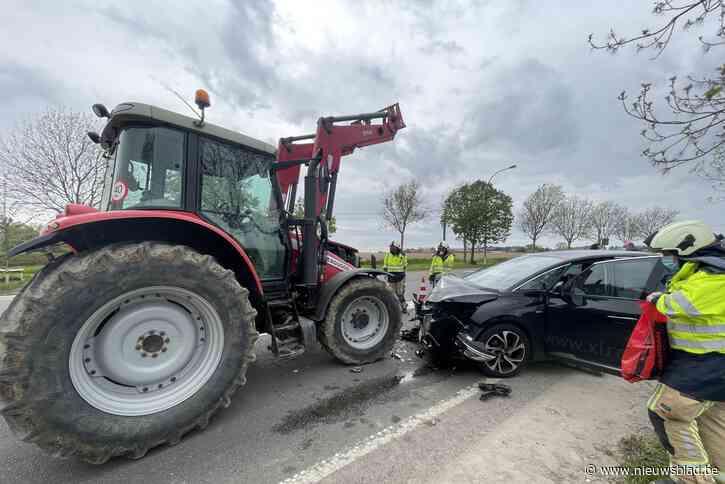 Frontale botsing tussen tractor en auto