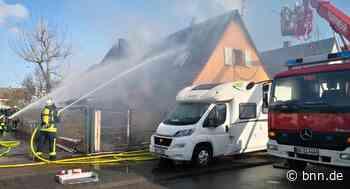 Carport und Haus in Eggenstein-Leopoldshafen brennen - BNN - Badische Neueste Nachrichten