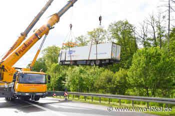 A6/Bad Rappenau: Er suchte die Autobahn - Betrunkener Pakete-Fahrer steckt mitten im Wald fest und muss von Kran geborgen werden - www.wiwa-lokal.de