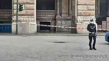 Genova, rientrato allarme bomba in piazza De Ferrari. Polizia e vigili del fuoco fanno brillare lo zainetto - Il Secolo XIX