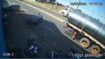 Caminhão atinge sete veículos em Barretos e pedestre escapa com ferimentos leves; vídeo - G1