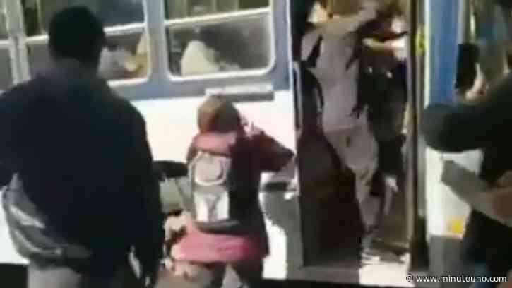 VIDEO: Una brutal pelea callejera casi termina en tragedia en Monte Grande - Minutouno.com