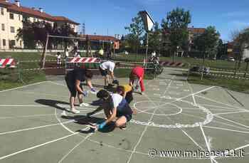 """I giovani di Villa Cortese regalano ai bambini un """"murale per terra"""" al parco - MALPENSA24 - malpensa24.it"""