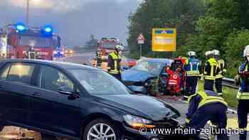 Schwerer Verkehrsunfall in Lahnstein: Zwei Autos kollidieren im Abfahrtsbereich von der B42 auf die B260 - Rhein-Zeitung