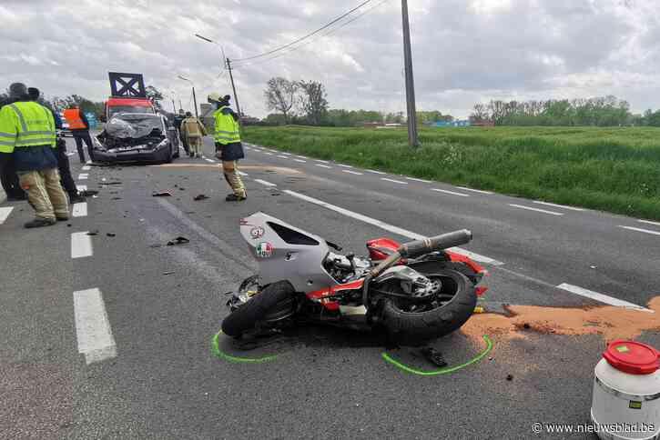 Motorrijder in levensgevaar na frontale botsing op N42