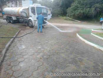 Prefeitura de Cananeia realiza serviços de limpeza nos bairros do Porto Cubatão, São Paulo Bagre e Agrossolar - Noticia de Cananéia
