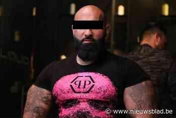 """Beruchte gangster riskeert vier jaar cel voor brutale afpersing: """"Hij dreigde ermee een oor van mijn cliënt af te snijden en zijn gezin uit te moorden"""""""