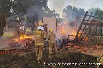 Cinco cômodos de casa são incendiados em Sobradinho - Correio Braziliense