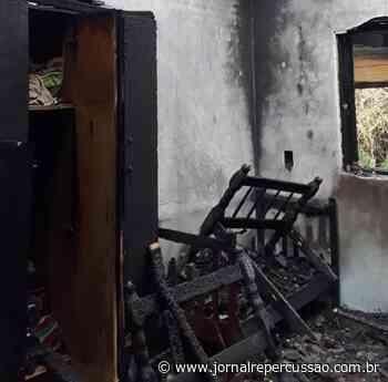 Ação rápida dos bombeiros evita destruição total de residência em Nova Hartz - Jornal Repercussão