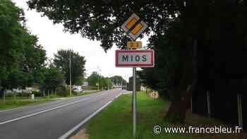 La commune de Mios fait la chasse aux panneaux publicitaires et aux enseignes envahissantes - France Bleu