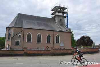 Windhaan verdween van kerktoren en duikt dag later op onder de stelling - Het Nieuwsblad