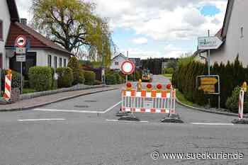 Niedereschach: Chaos an der Straßensperre in Schabenhausen: Wenn Autofahrer statt der Umleitung lieber den Weg über die Privatwiese nehmen - SÜDKURIER Online