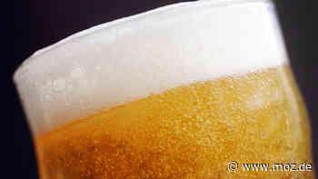 Bier gesichert: Polizisten bergen Biertransporter in der Schorfheide - moz.de