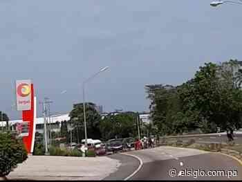 Cierran calle en Río Hato, la gente pide el bono solidario - El Siglo Panamá
