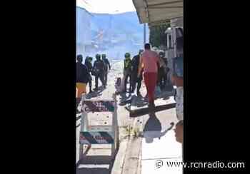 Vandalizaron edificios oficiales durante enfrentamientos con la Policía en Yotoco, Valle - RCN Radio