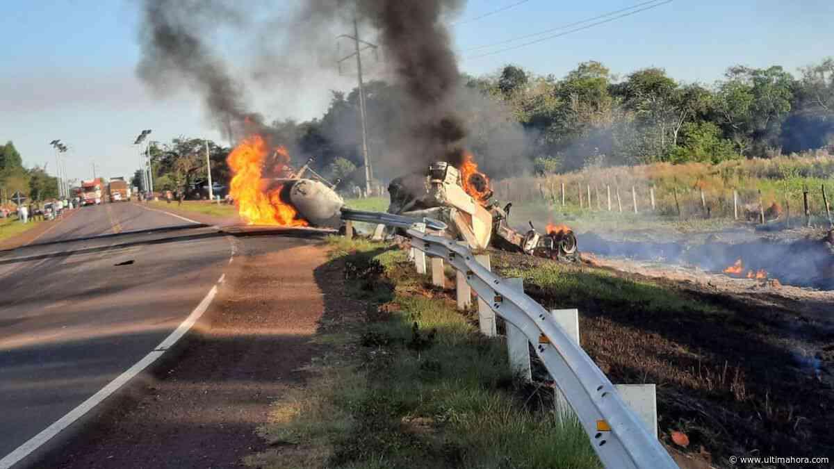 Camión cisterna arde en llamas tras volcar en Ñumí - ÚltimaHora.com