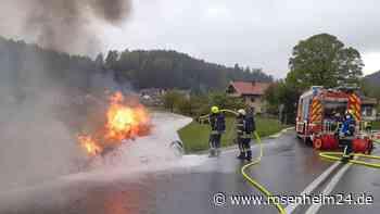 Mini brennt an der Autobahnausfahrt Siegsdorf West lichterloh - rosenheim24.de