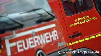 A8/Siegsdorf: Rosenheimerin (50) mit Autopanne - Starker Rauch aus Motorraum ruft Feuerwehr auf den Plan - chiemgau24.de