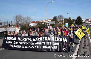 Manifestation à Irun et Hendaye pour les droits des migrants - mediabask.eus