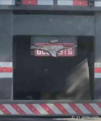 Moradora flagra caminhão com placa tampada por calcinha em Porto Feliz - G1