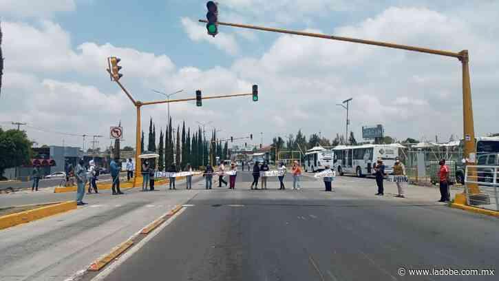 Cierran federal a Atlixco: habitantes de Tlaxcalancingo exigen salida de Junghanns - Lado B