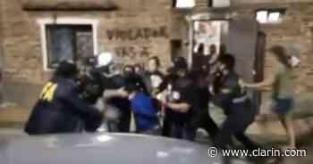 Furia vecinal en Gerli: intentaron linchar a una pareja que violaba y prostituía a su sobrina de 12 años - Clarín