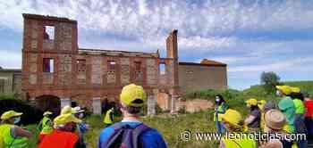 40 personas caminan hasta el molino Las Puentes para conocer su pasado y su futuro - leonoticias.com