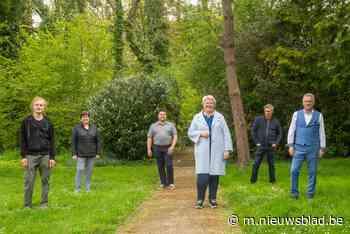 Cultuurseizoen De Steenoven van start in openlucht: pastorietuin wordt 'luistertuin' - Het Nieuwsblad