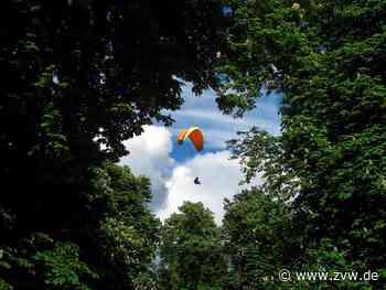Unplanmäßige Landung: Trampender Gleitschirmflieger an der B14 in Backnang - Blaulicht - Zeitungsverlag Waiblingen