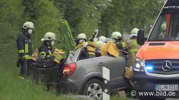 Rheinbach: Mercedes fährt in Gegenverkehr: Frontalcrash auf der B266 - BILD