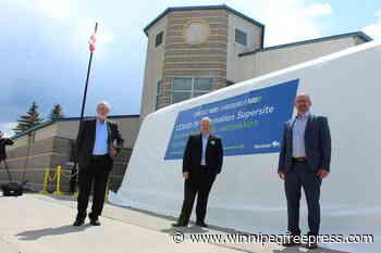 Officials tour Steinbach vaccination site - The Carillon - Winnipeg Free Press