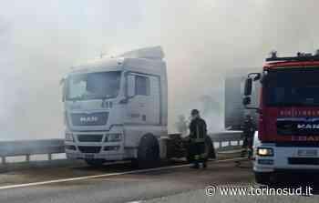 TROFARELLO - Camion in fiamme in tangenziale - TorinoSud