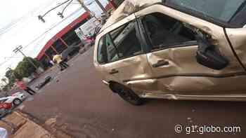 Carro bate em moto em cruzamento de Barra Bonita e mobiliza a PM - G1