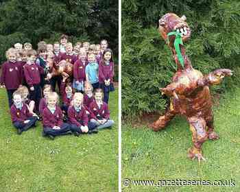 Theco the dinosaur helps Thornbury pupils learn about the past - South Cotswolds Gazette