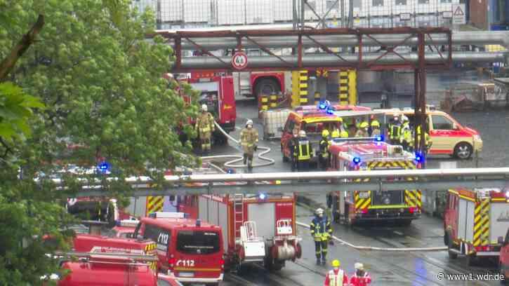 Brand in Farbenfabrik in Siegburg - Zwei verletzte Feuerwehrleute - WDR Nachrichten
