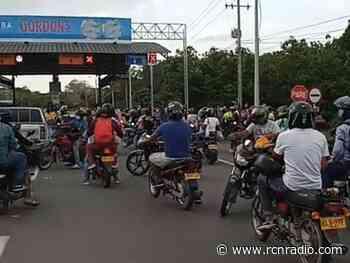 Bloquean peaje de Turbaco e impiden el ingreso y salida hacia Cartagena - RCN Radio