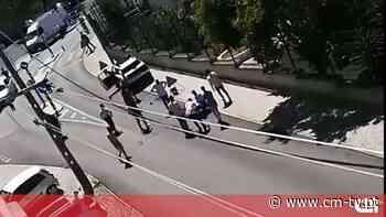 Grupo de 20 homens cerca dois polícias para libertar detido em Almada - CMTV