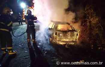 Casal e bebê saem ilesos após carro pegar fogo em Videira - Oeste Mais