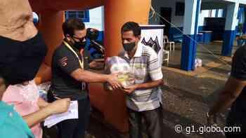 Ação solidária em Santa Rita do Passa Quatro doa cestas básicas a famílias carentes - G1