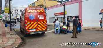 Condutora sofreu escoriações após queda de motoneta no centro de Capinzal - Rádio Capinzal