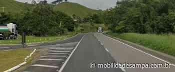 Destombamento de carreta interdita rodovia Régis Bittencourt em Cajati - Mobilidade Sampa