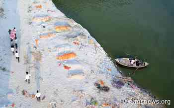 Feature: Stench of death pervades rural India as Ganges swells with Covid victims - Kashmir Media Service