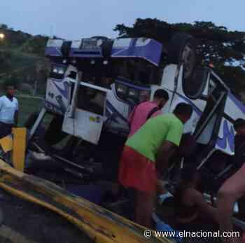 15 heridos por vuelco en la autopista de Charallave - El Nacional