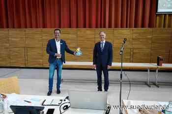 Engen: Patrick Stärk schließt das Buch Engen – Bürgermeister und Gemeinderat würdigen seine Leistungen - SÜDKURIER Online
