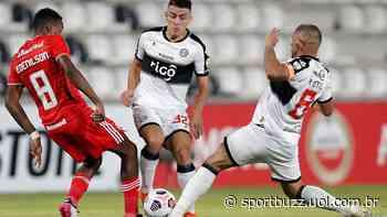Com gol no fim, Internacional vence Olimpia e vira líder na Libertadores - SportBuzz