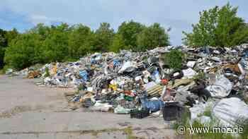 Müll: Werden die Zehntausenden Tonnen Abfall in Vogelsdorf doch entsorgt? - moz.de